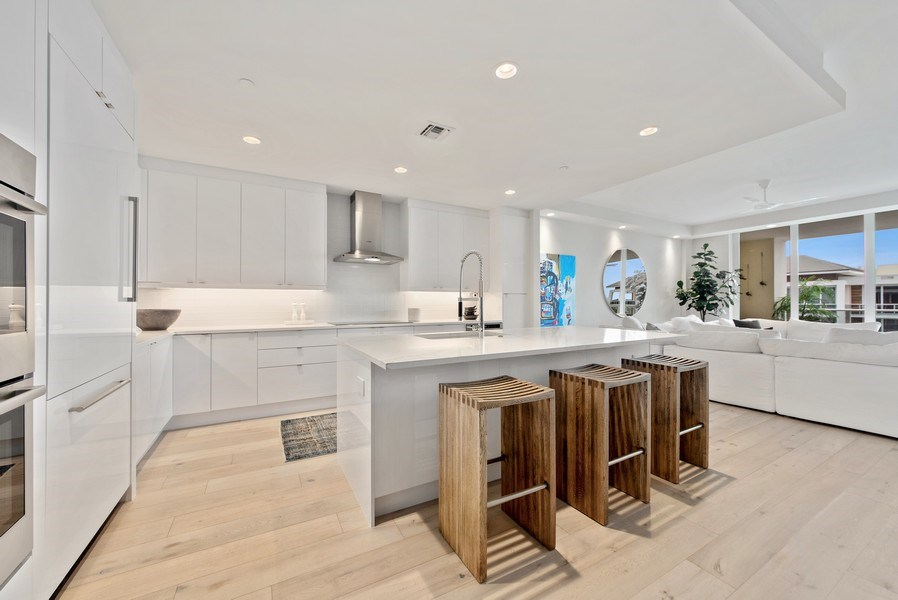Real Estate Photography - 2720 Donald Ross Rd, Unit 502, Palm Beach Gardens, FL, 33410 - Kitchen / Living Room
