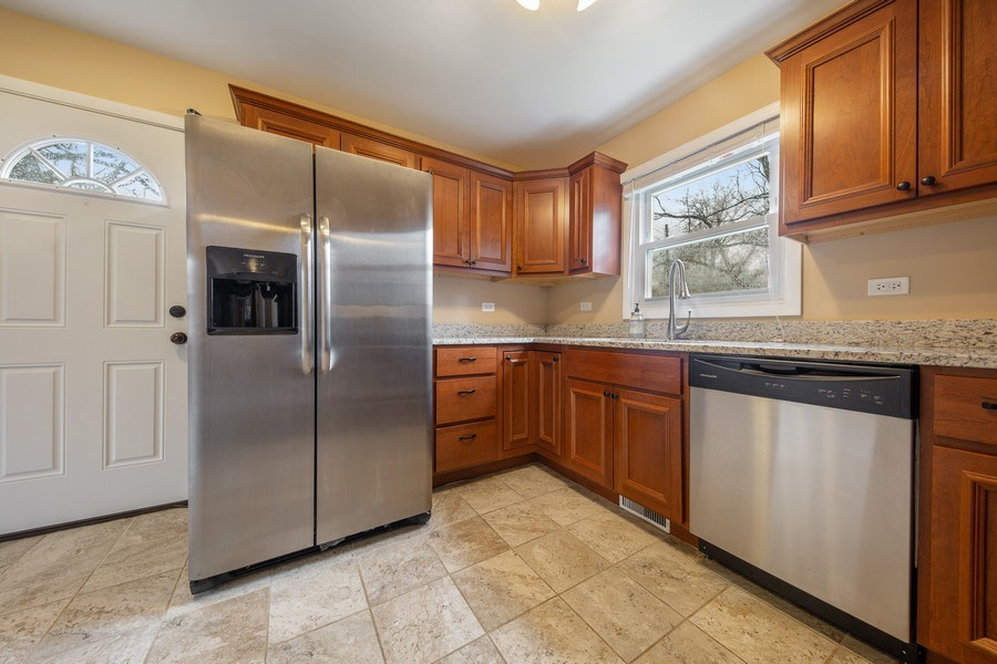 Real Estate Photography - 1S530 Marshall Rd, Oakbrook Terrace, IL, 60181 - Kitchen