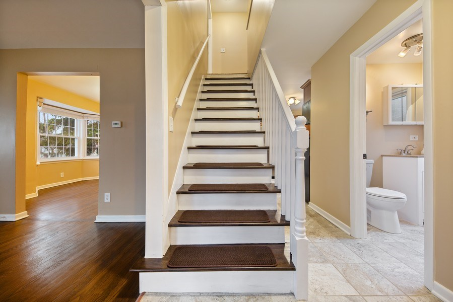 Real Estate Photography - 1S530 Marshall Rd, Oakbrook Terrace, IL, 60181 - Staircase