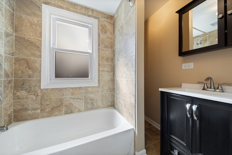 Real Estate Photography - 1S530 Marshall Rd, Oakbrook Terrace, IL, 60181 - Bathroom