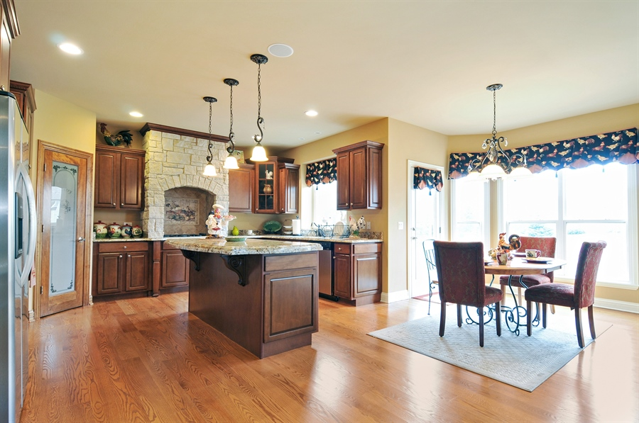 Real Estate Photography - 582 Colchester, Oswego, IL, 60543 - Kitchen / Breakfast Room
