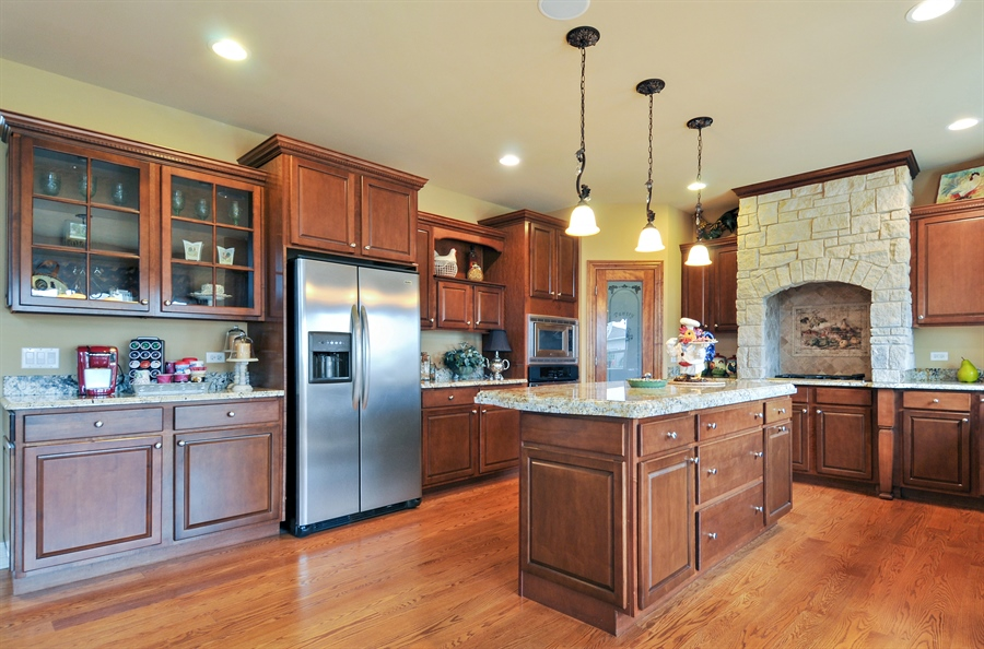 Real Estate Photography - 582 Colchester, Oswego, IL, 60543 - Kitchen