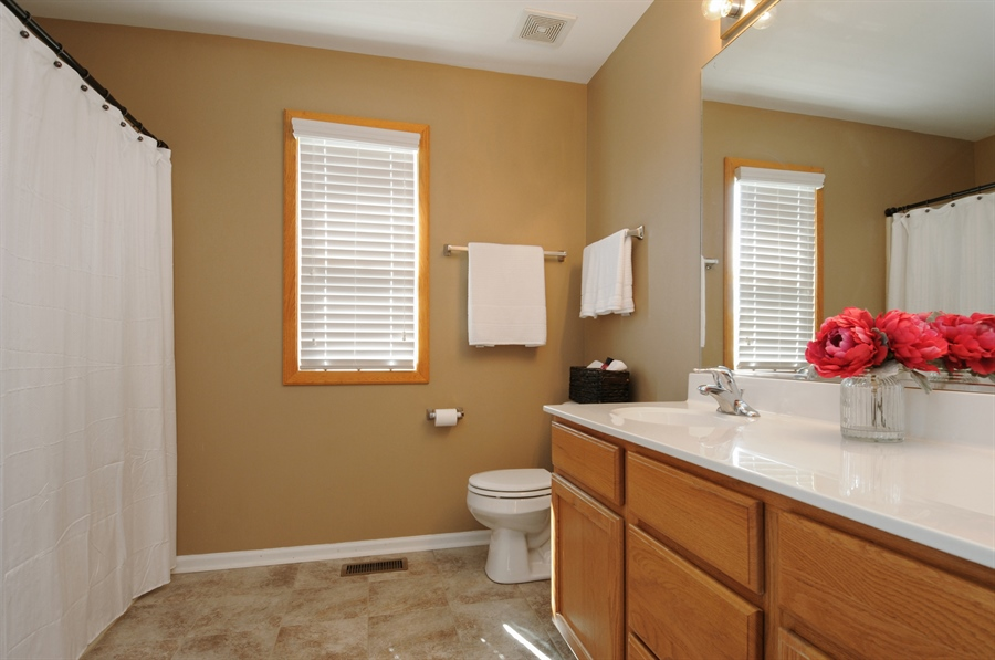 Real Estate Photography - 2312 hobbs, Yorkville, IL, 60560 - Master Bathroom