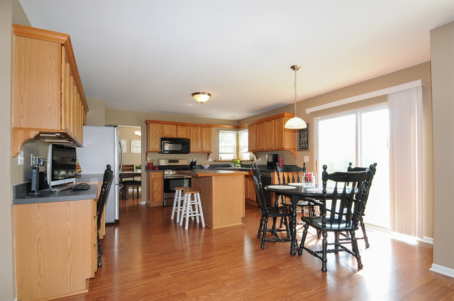 Real Estate Photography - 2312 hobbs, Yorkville, IL, 60560 - Kitchen / Breakfast Room