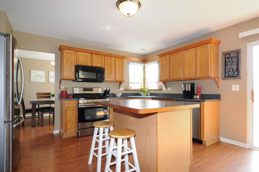 Real Estate Photography - 2312 hobbs, Yorkville, IL, 60560 - Kitchen