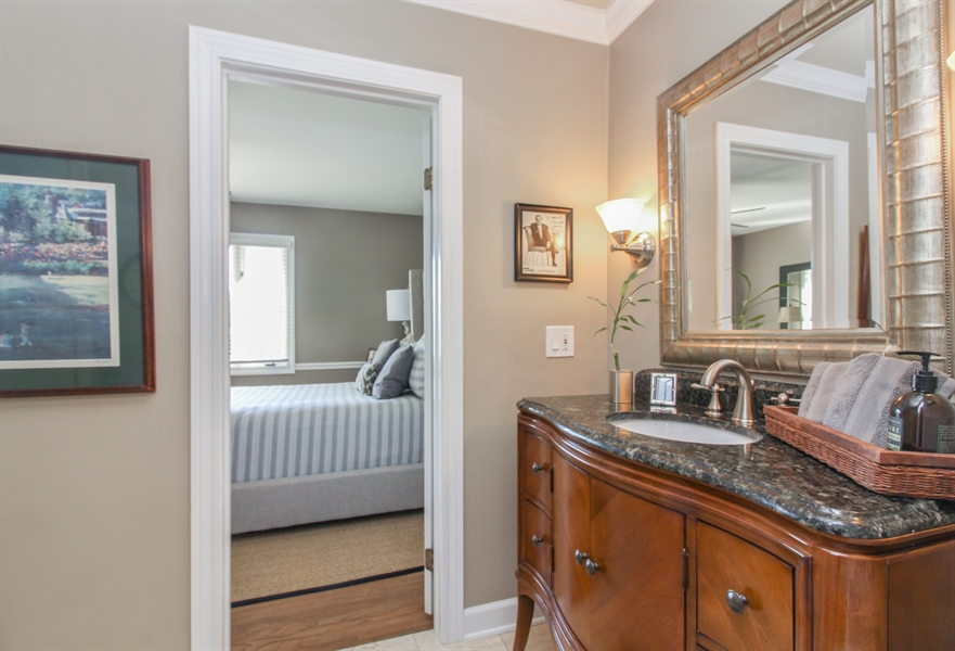 Real Estate Photography - 35 Bradford Ln, Oak Brook, IL, 60523 - Jack n Jill Bathroom
