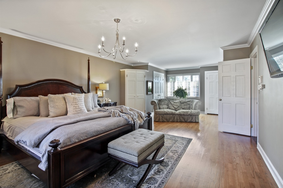 Real Estate Photography - 35 Bradford Ln, Oak Brook, IL, 60523 - Master Bedroom