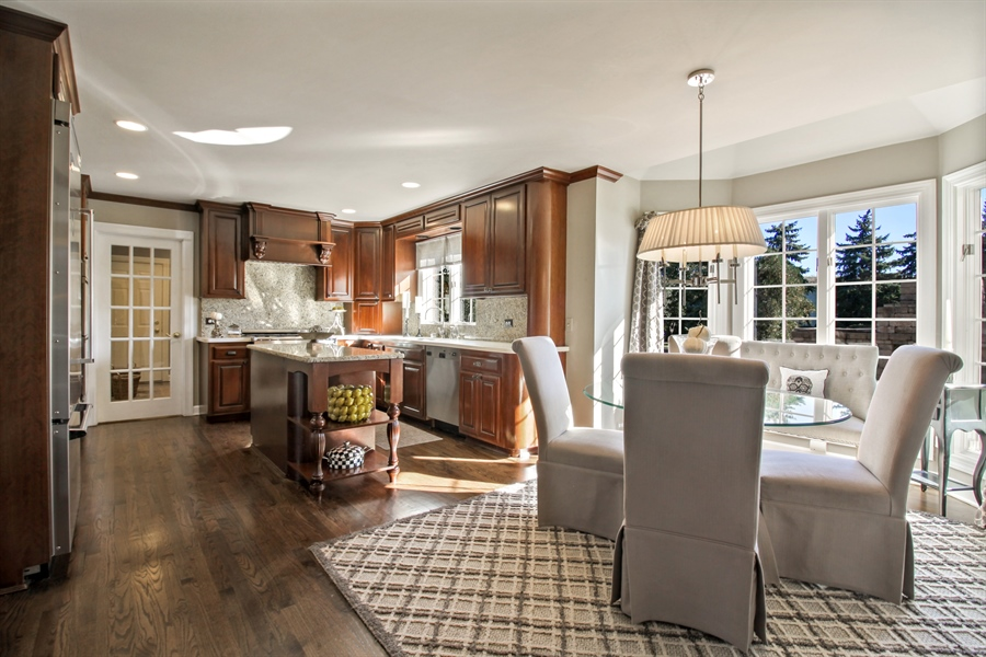 Real Estate Photography - 35 Bradford Ln, Oak Brook, IL, 60523 - Kitchen / Breakfast Room