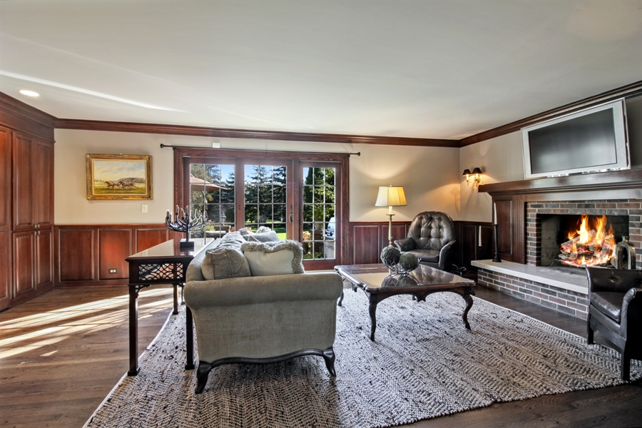 Real Estate Photography - 35 Bradford Ln, Oak Brook, IL, 60523 - Family Room