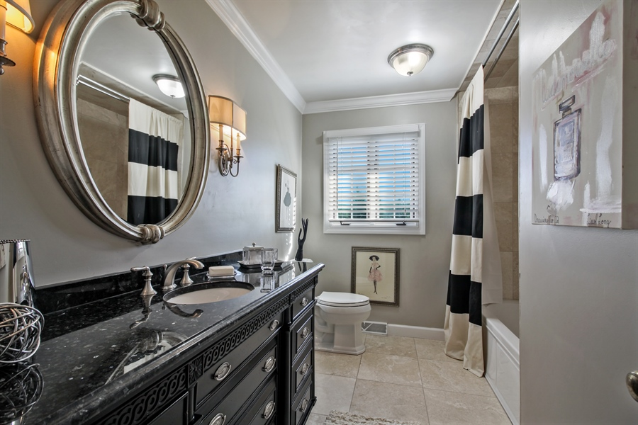 Real Estate Photography - 35 Bradford Ln, Oak Brook, IL, 60523 - Bathroom