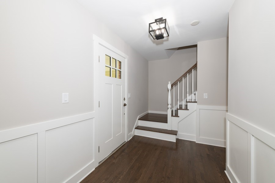 Real Estate Photography - 1245 Sandpiper Ln, Naperville, IL, 60540 - Entryway