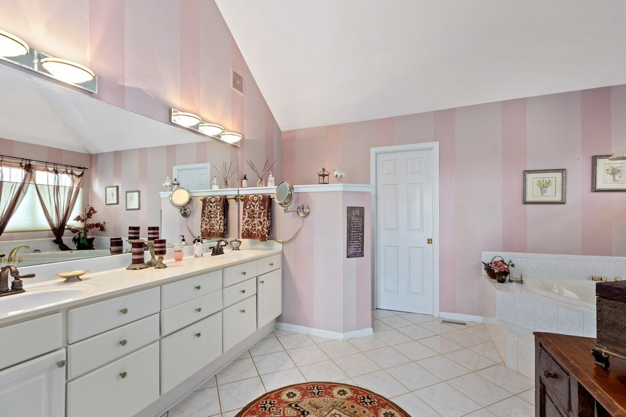 Real Estate Photography - 1063 Sandstone Court, Aurora, IL, 60502 - Master Bathroom