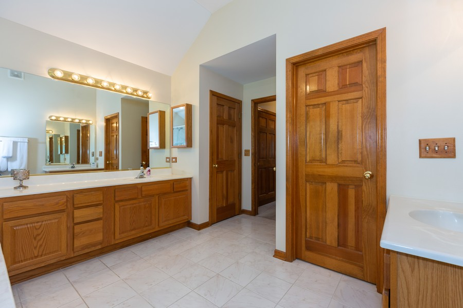 Real Estate Photography - 2743 Fairhauser Rd, Naperville, IL, 60564 - Master Bathroom