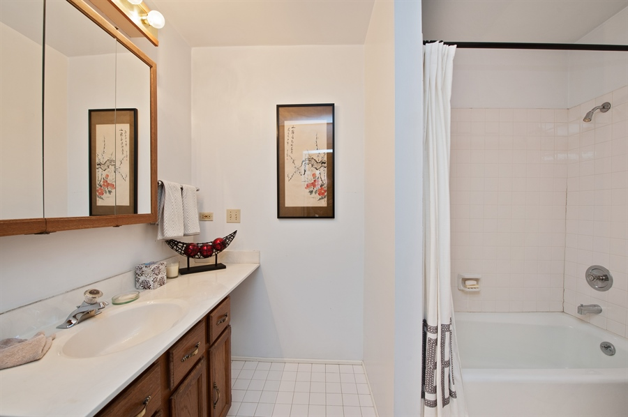 Real Estate Photography - 678 SHERIDAN, WINNETKA, IL, 60093 - 3rd Bathroom
