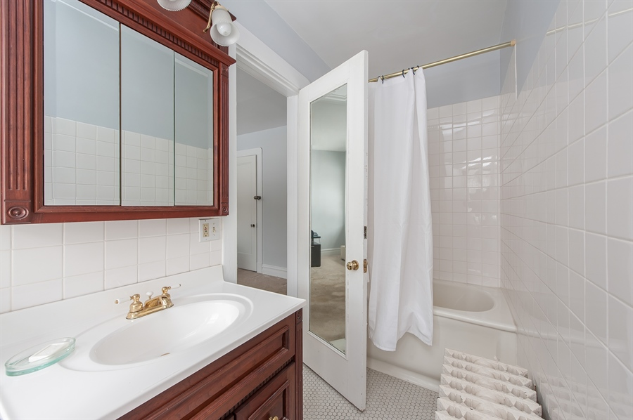 Real Estate Photography - 678 SHERIDAN, WINNETKA, IL, 60093 - 5th Bathroom