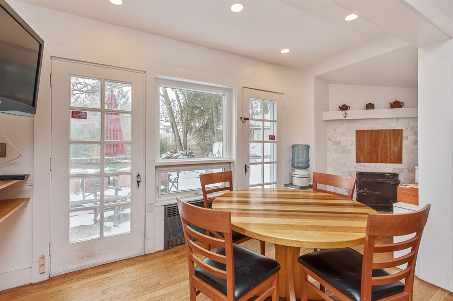 Real Estate Photography - 678 SHERIDAN, WINNETKA, IL, 60093 - Breakfast Area