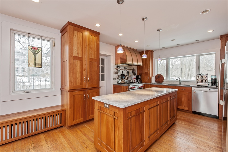 Real Estate Photography - 678 SHERIDAN, WINNETKA, IL, 60093 - Kitchen