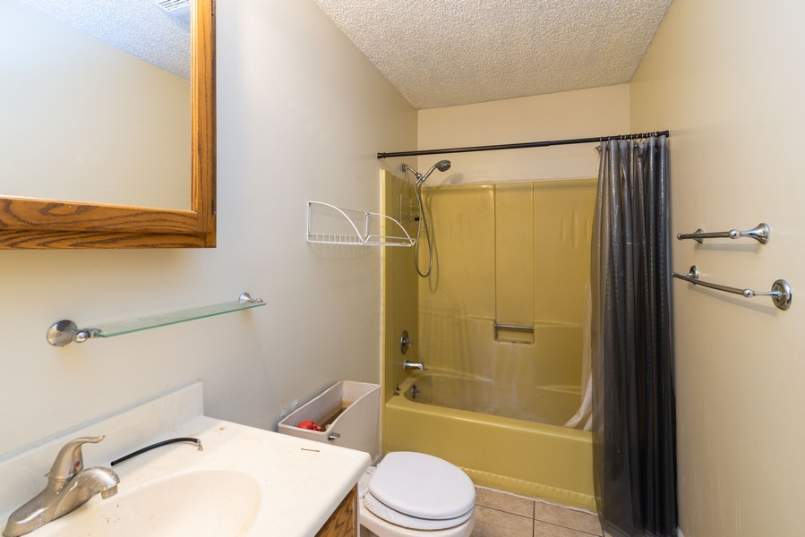 Real Estate Photography - 166 Keigher Dr, Manteno, IL, 60950 - 2nd Bathroom