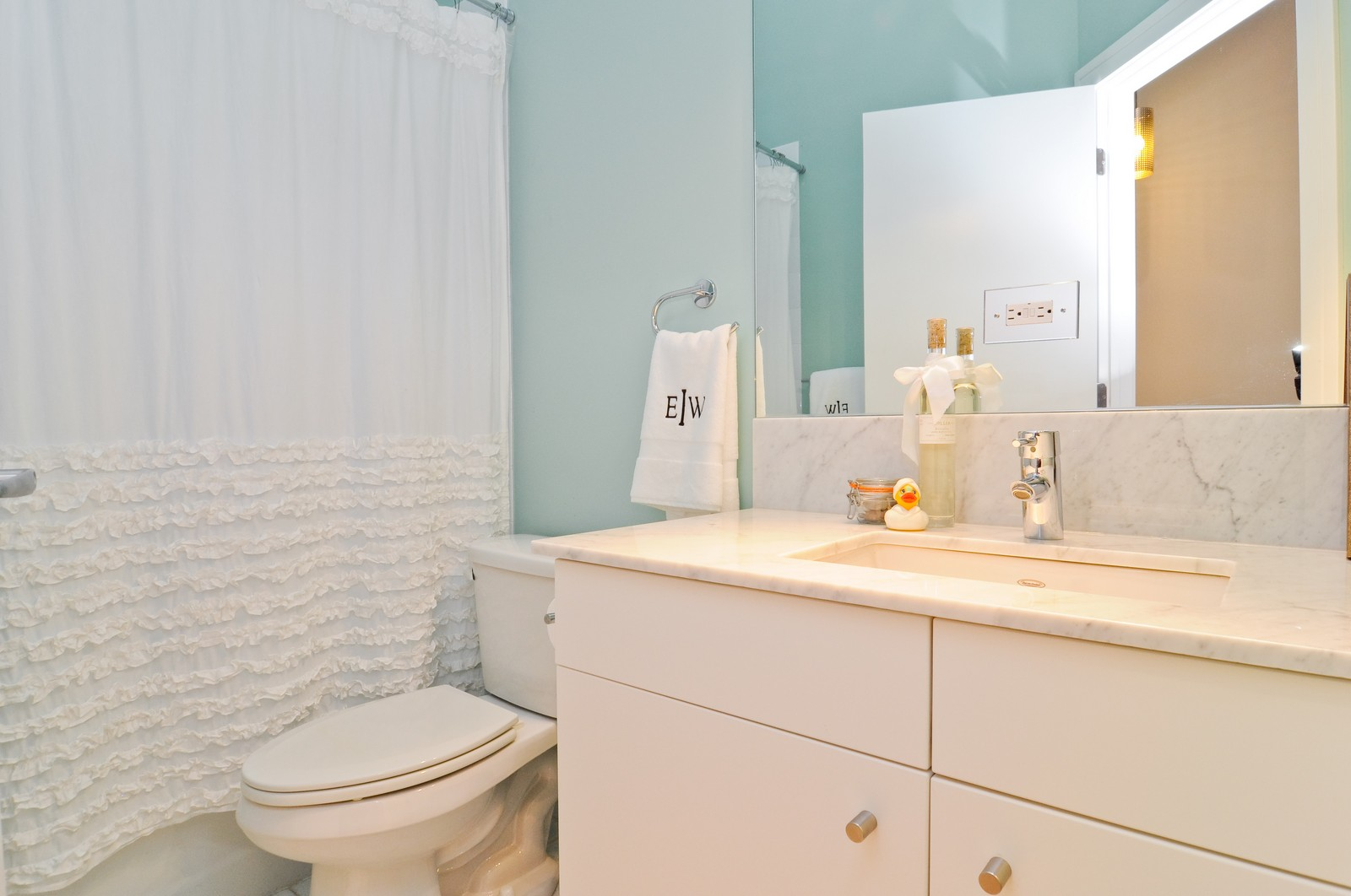 Real Estate Photography - 950 W. Cullerton, C, Chicago, IL, 60608 - Bathroom