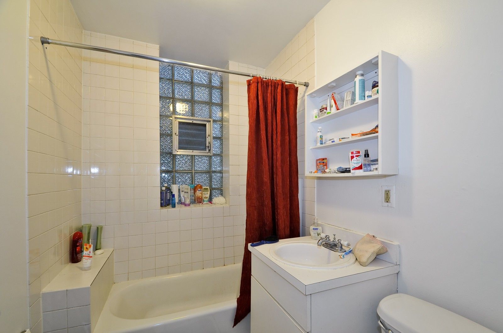 Real Estate Photography - 900 W. Newport, Chicago, IL, 60657 - 3rd Bathroom