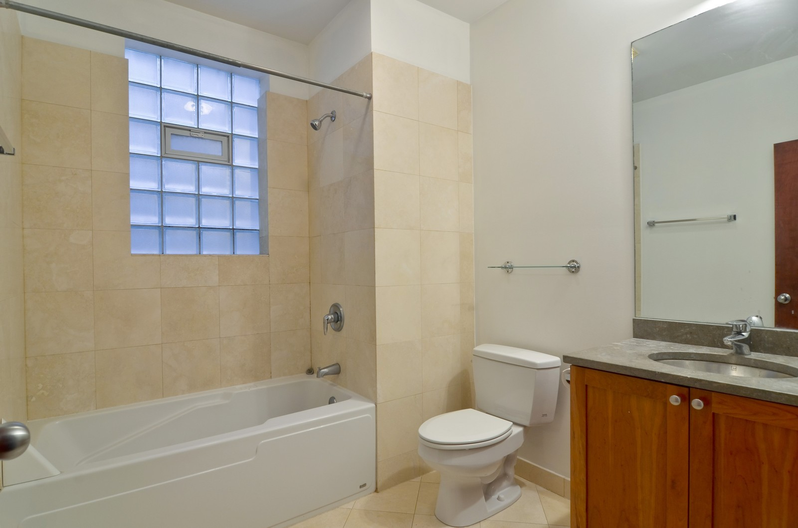 Real Estate Photography - 1872 N Damen Avenue, 3S, Chicago, IL, 60610 - 2nd Bathroom