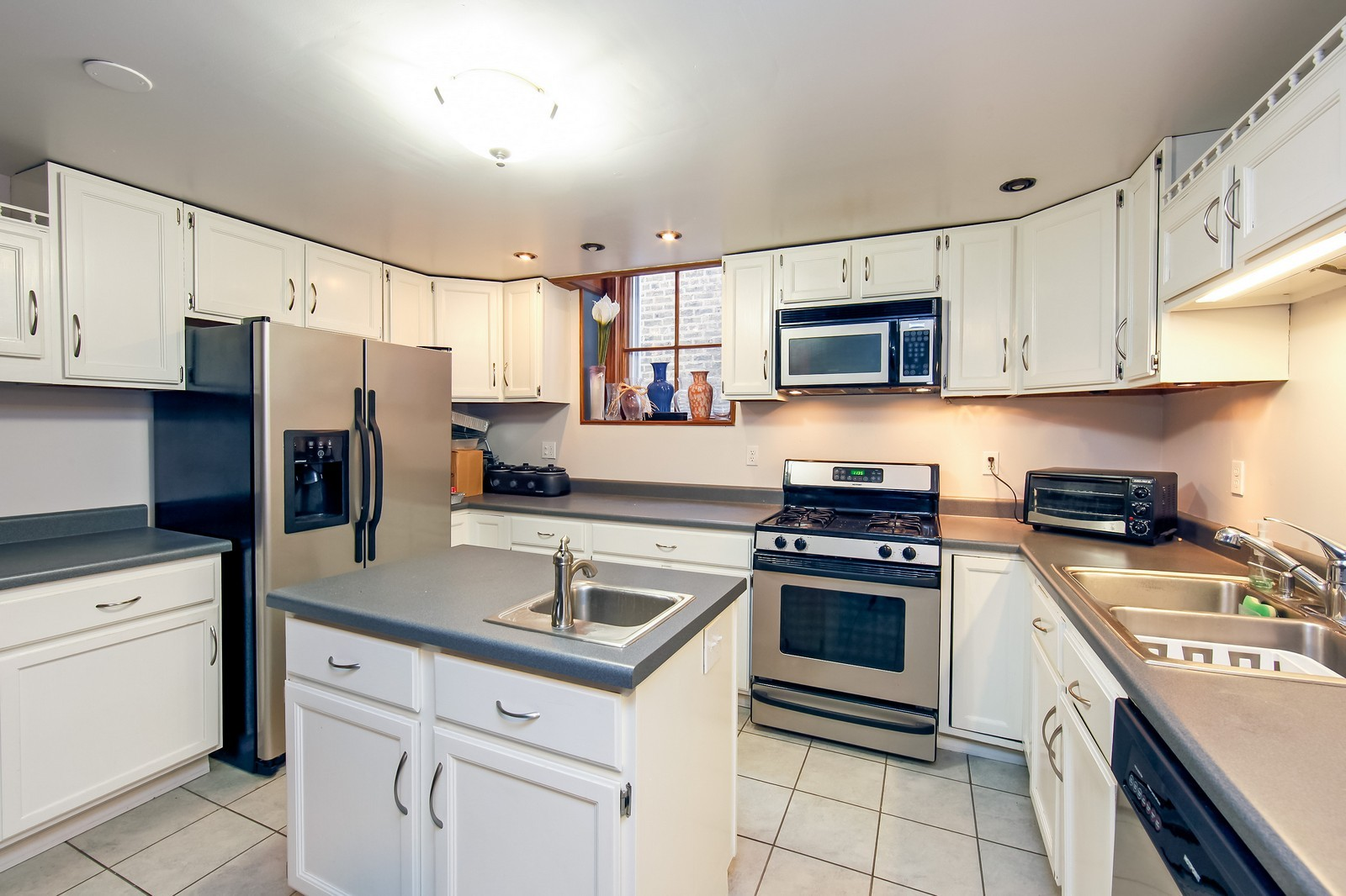 Real Estate Photography - 1748 N Honore, 1,2, 3, Chicago, IL, 60622 - Kitchen