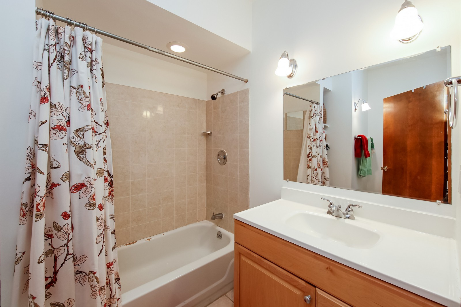 Real Estate Photography - 1748 N Honore, 1,2, 3, Chicago, IL, 60622 - 2nd Bathroom