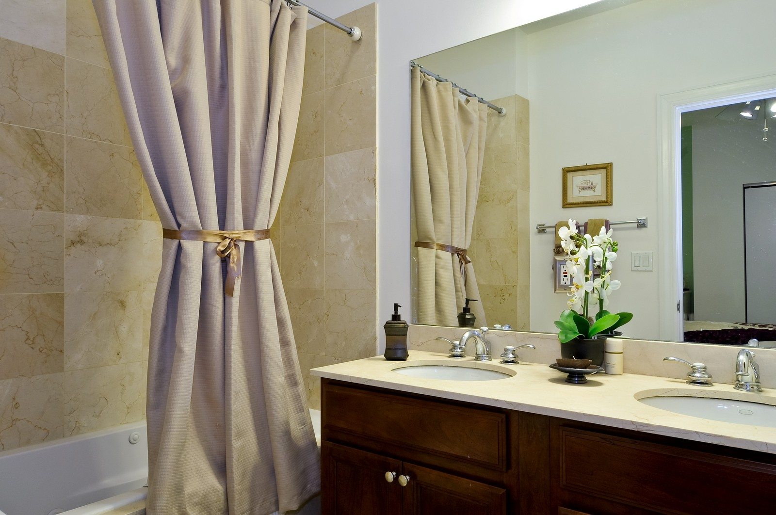 Real Estate Photography - 520 W Oakdale Ave, Chicago, IL, 60657 - Master Bathroom