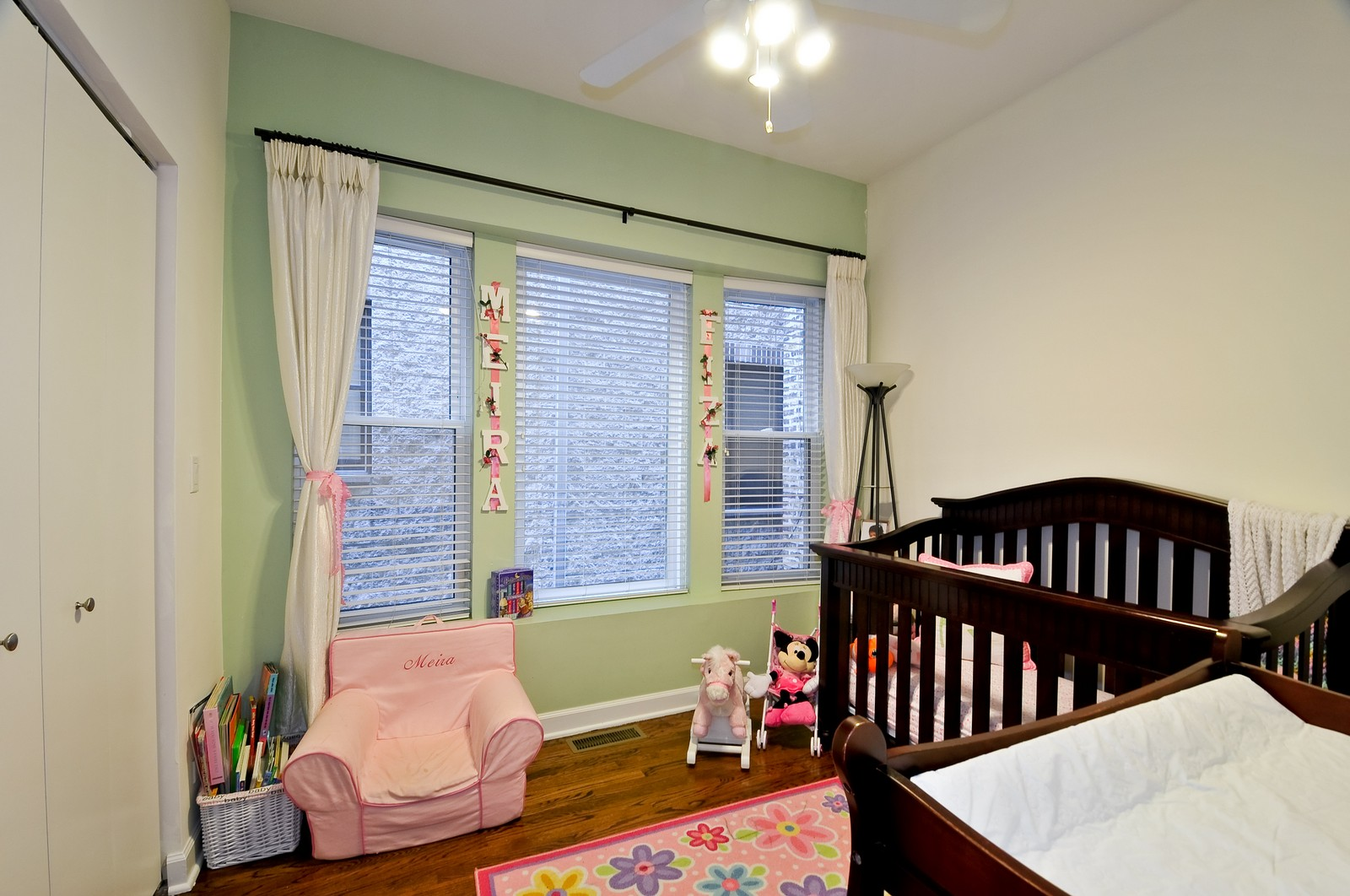 Real Estate Photography - 520 W Oakdale Ave, Chicago, IL, 60657 - 2nd Bedroom