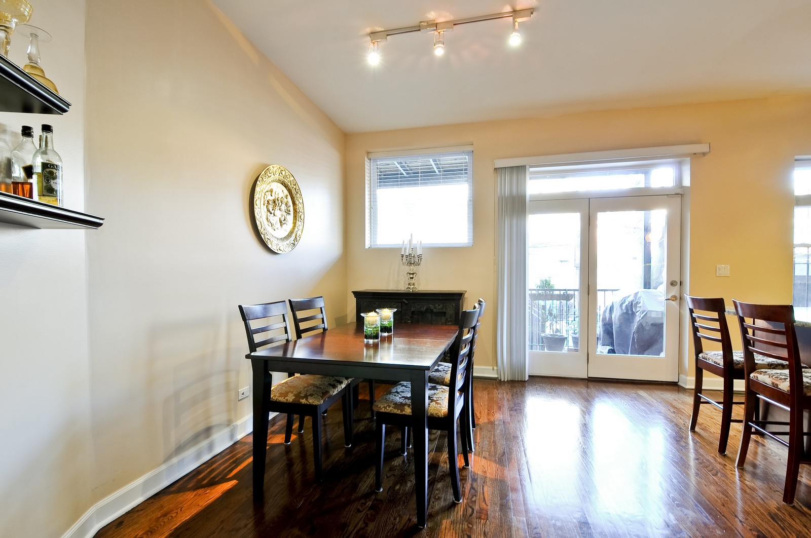Real Estate Photography - 520 W Oakdale Ave, Chicago, IL, 60657 - Dining Room