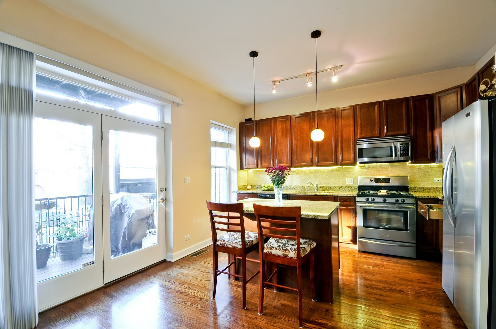 Real Estate Photography - 520 W Oakdale Ave, Chicago, IL, 60657 - Kitchen