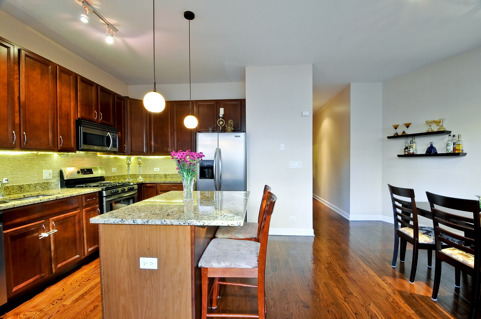 Real Estate Photography - 520 W Oakdale Ave, Chicago, IL, 60657 - Kitchen / Dining Room