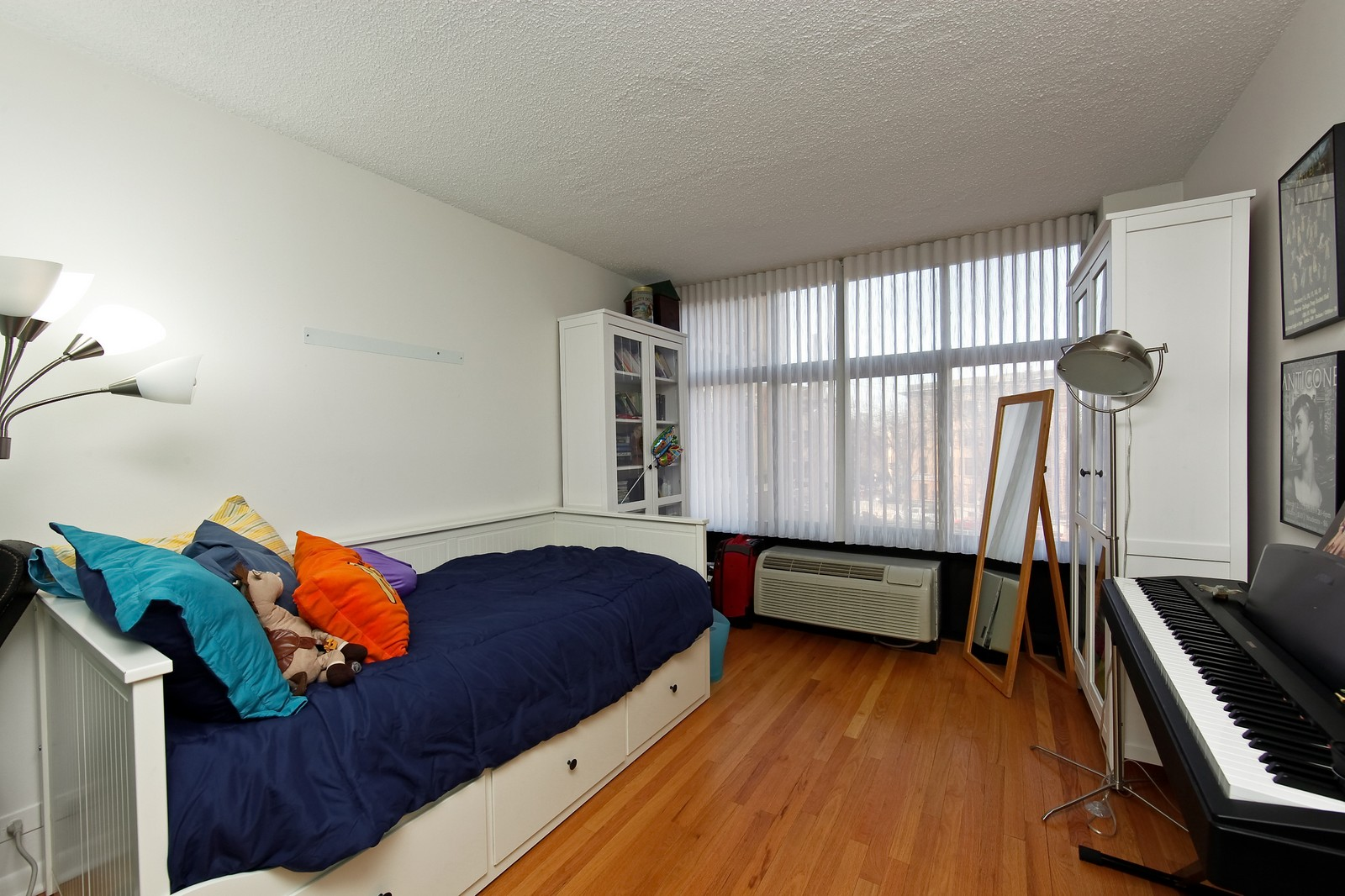 Real Estate Photography - 1920 Clark, 3A, Chicago, IL, 60614 - 2nd Bedroom