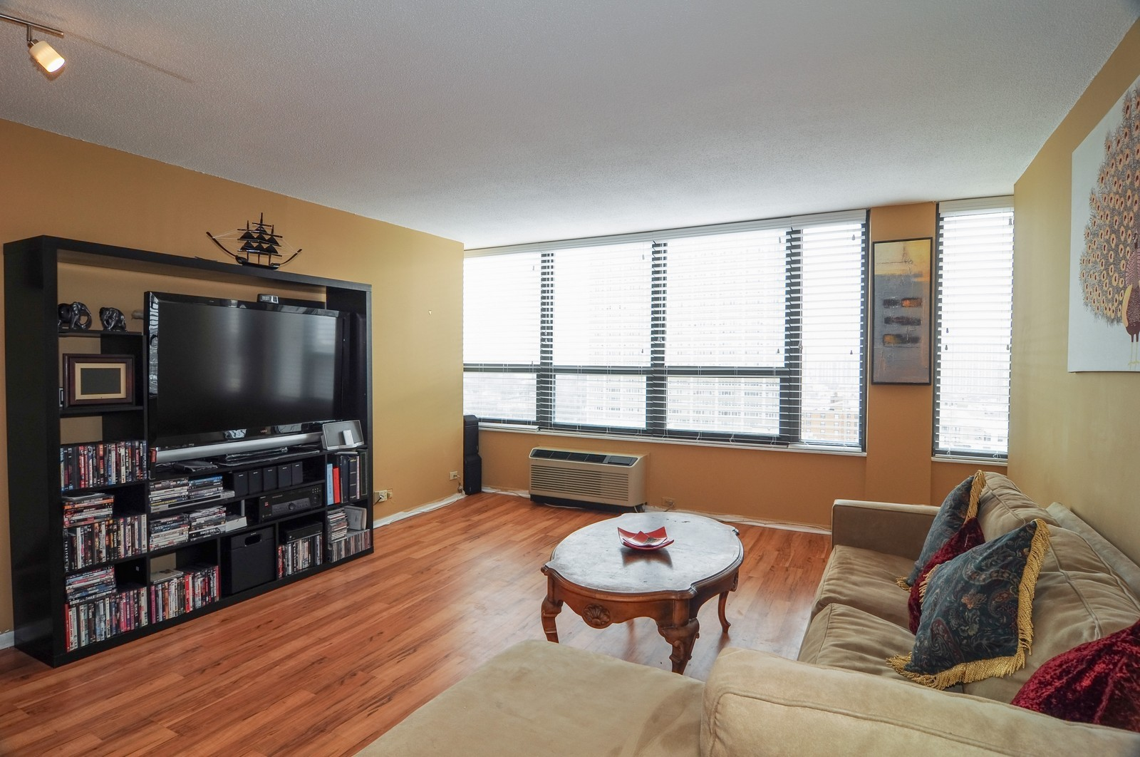 Real Estate Photography - 5100 N Marine Dr, 14J, Chicago, IL, 60640 - Living Room