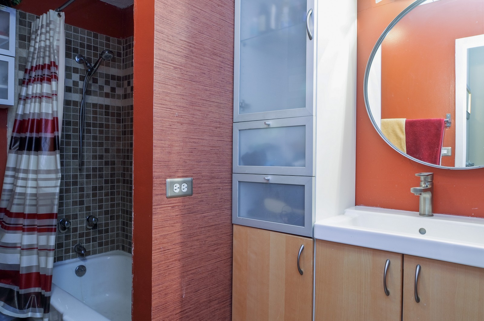 Real Estate Photography - 5100 N Marine Dr, 14J, Chicago, IL, 60640 - Bathroom