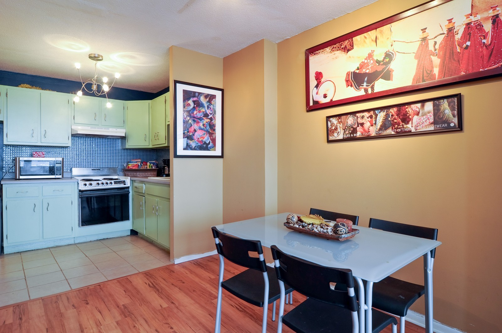 Real Estate Photography - 5100 N Marine Dr, 14J, Chicago, IL, 60640 - Kitchen / Dining Room