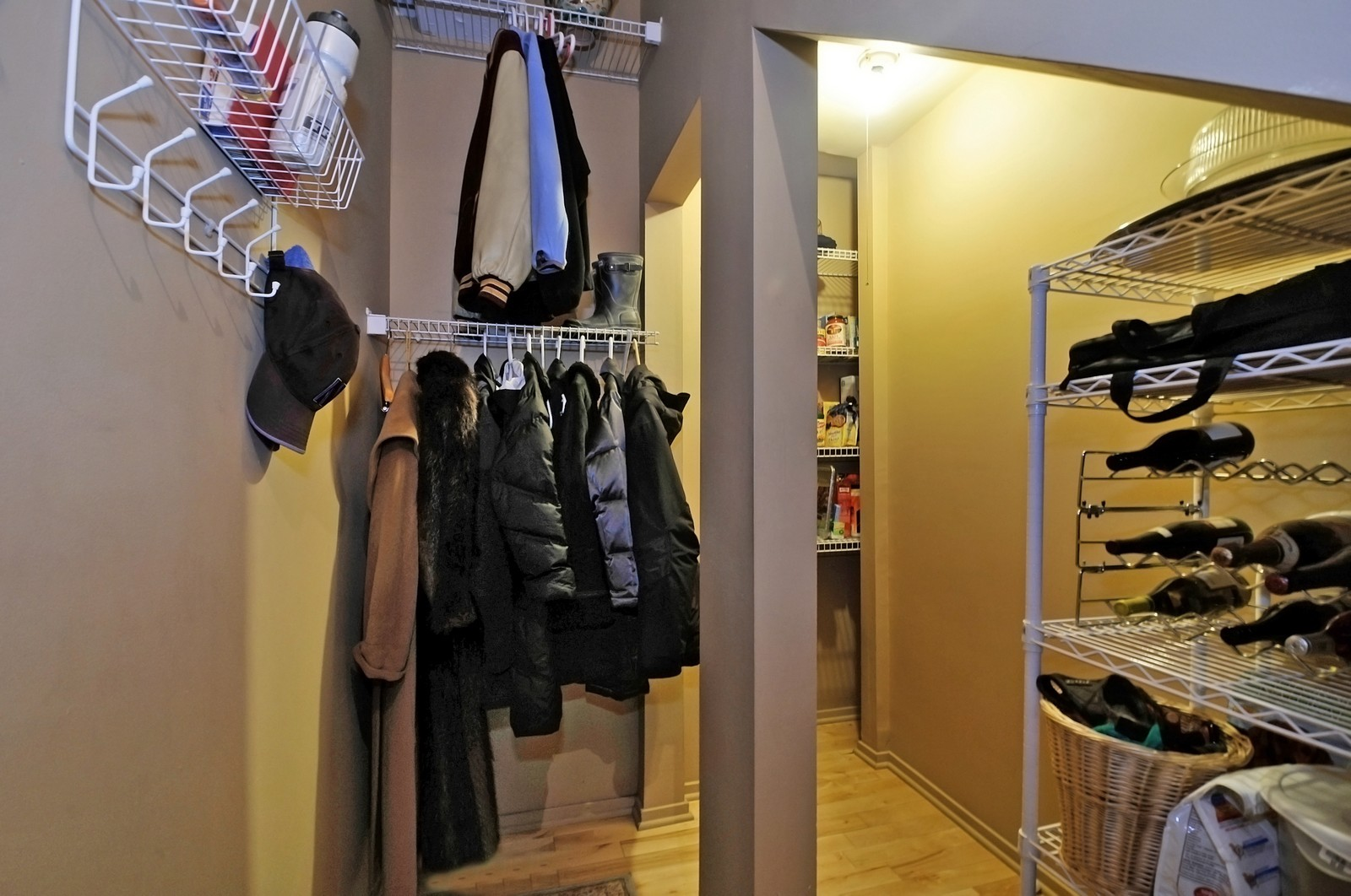 Real Estate Photography - 1530 S State, 1009, Chicago, IL, 60605 - Closet