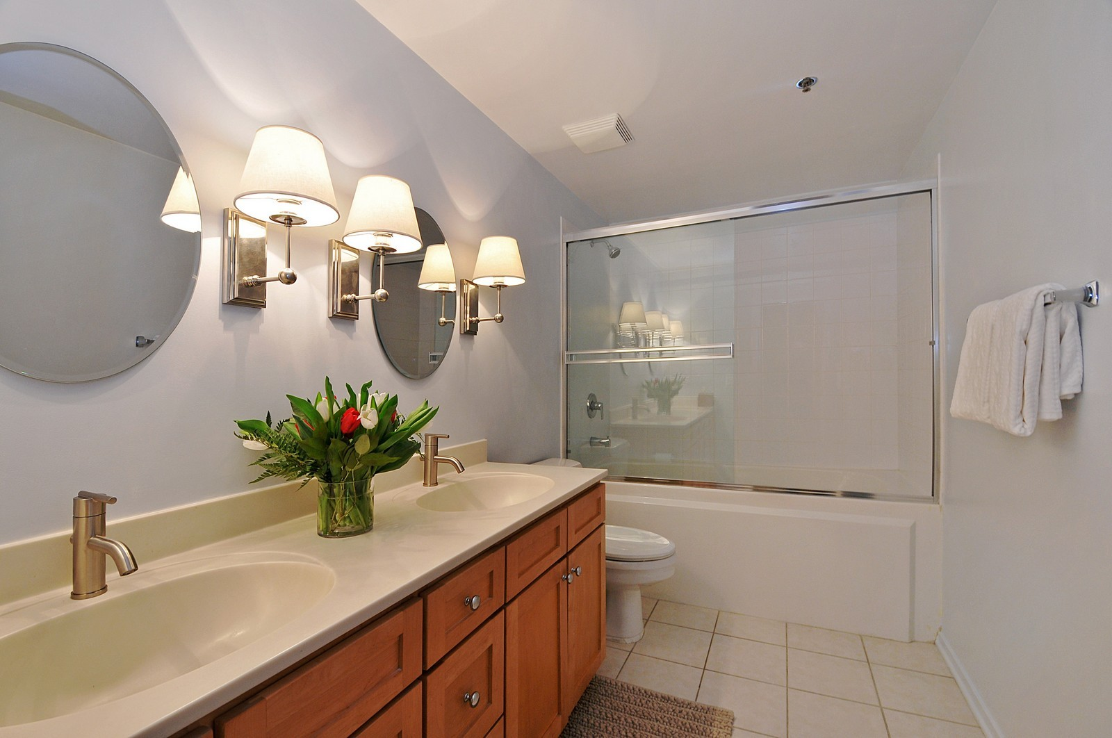 Real Estate Photography - 1530 S State, 1009, Chicago, IL, 60605 - 2nd Bathroom