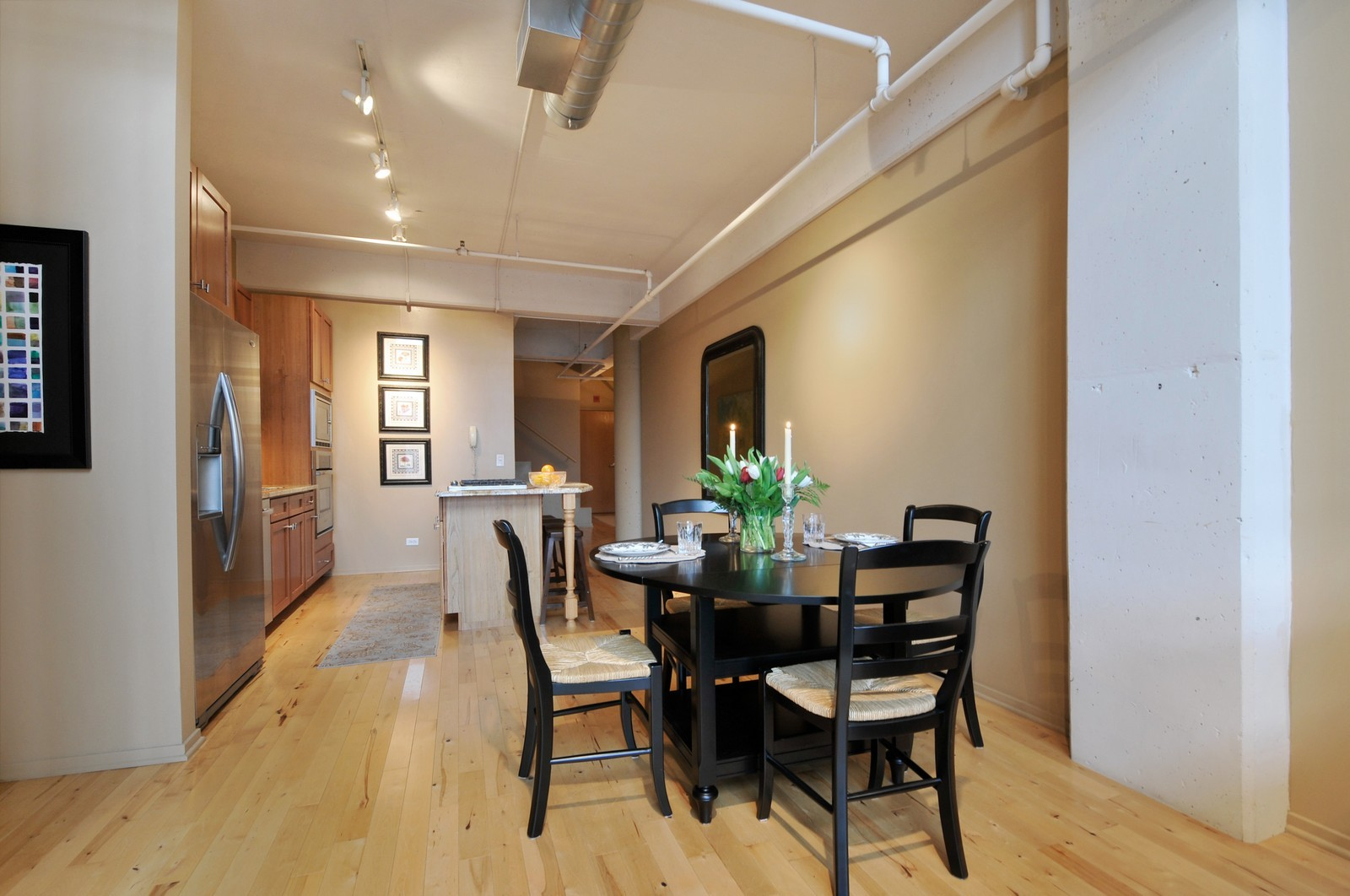 Real Estate Photography - 1530 S State, 1009, Chicago, IL, 60605 - Kitchen / Dining Room