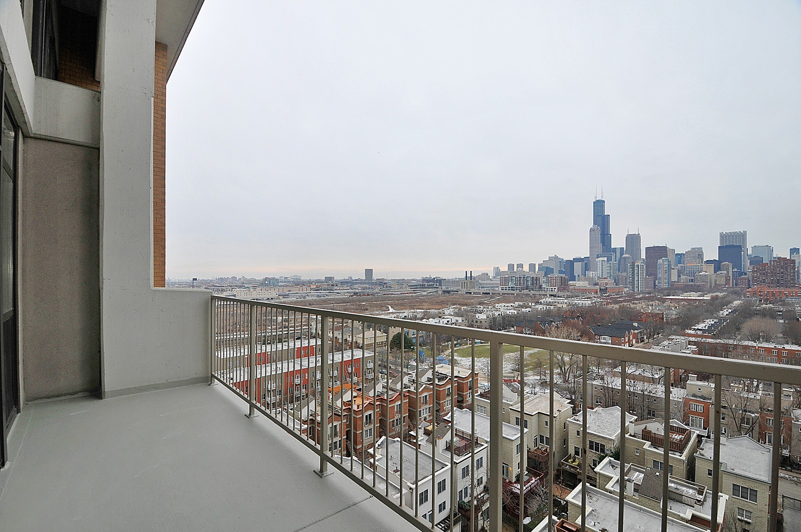 Real Estate Photography - 1530 S State, 1009, Chicago, IL, 60605 - Balcony