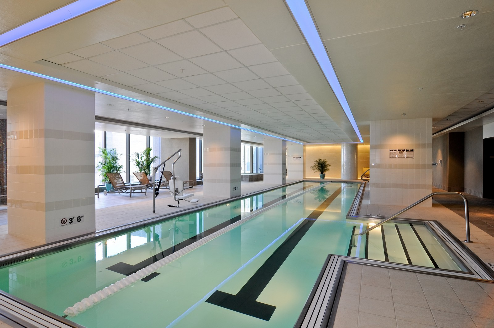 Real Estate Photography - 60 E Monroe, 6501, Chicago, IL, 60603 - Pool