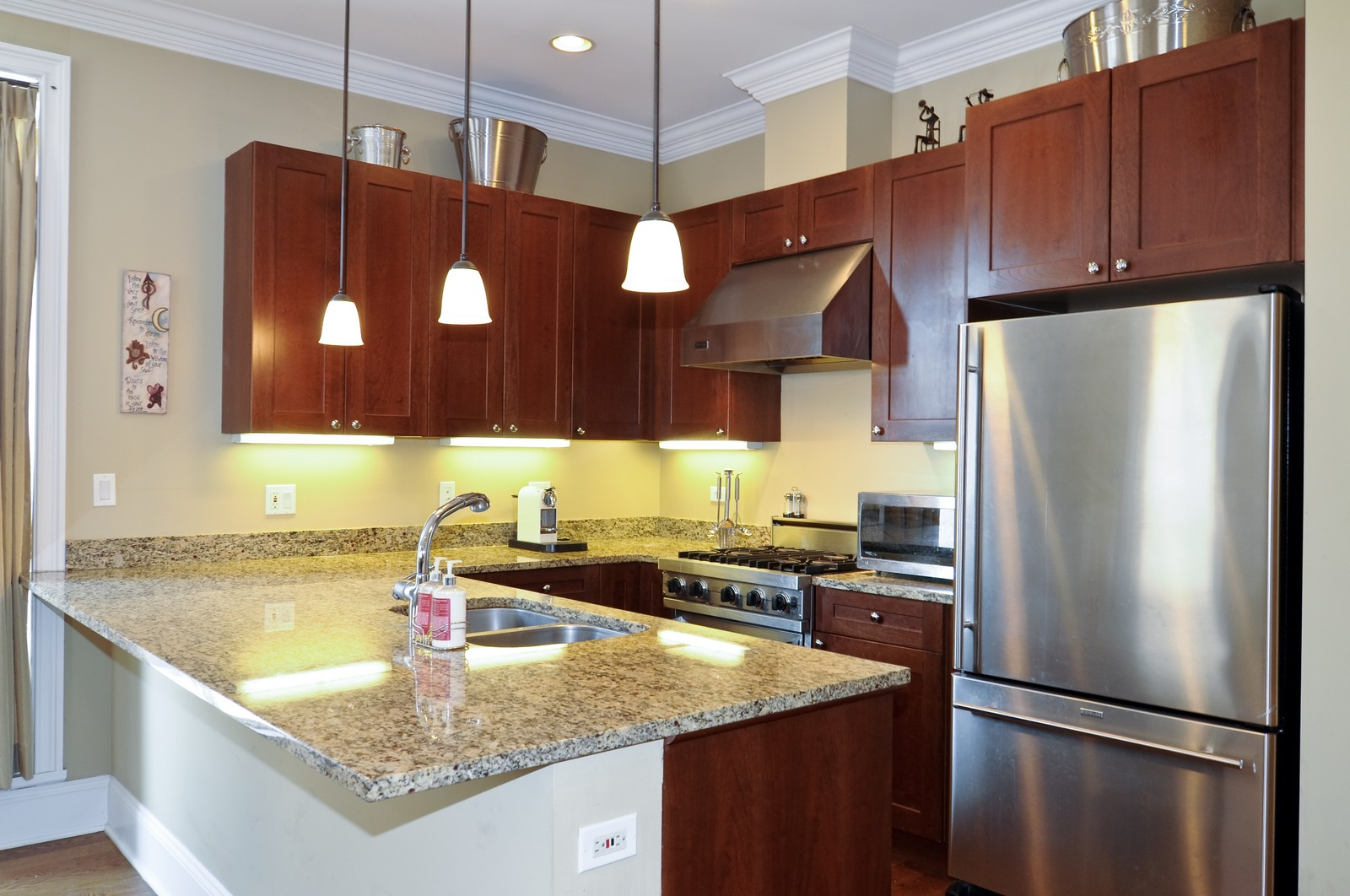 Real Estate Photography - 648 W. Wellington St., 4, Chicago, IL, 60657 - Kitchen