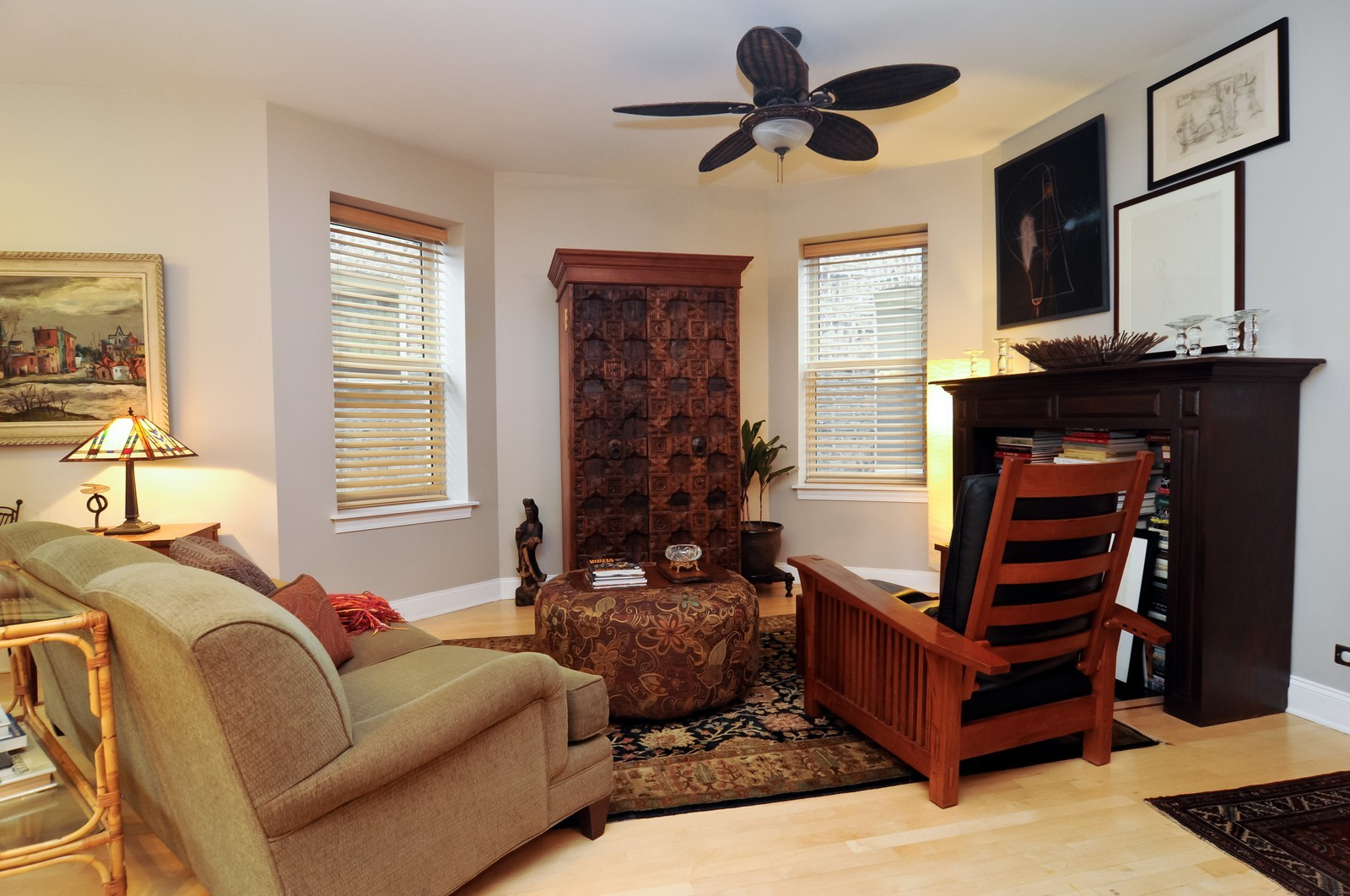 Real Estate Photography - 2537 W Eastwood Avenue, Chicago, IL, 60625 -