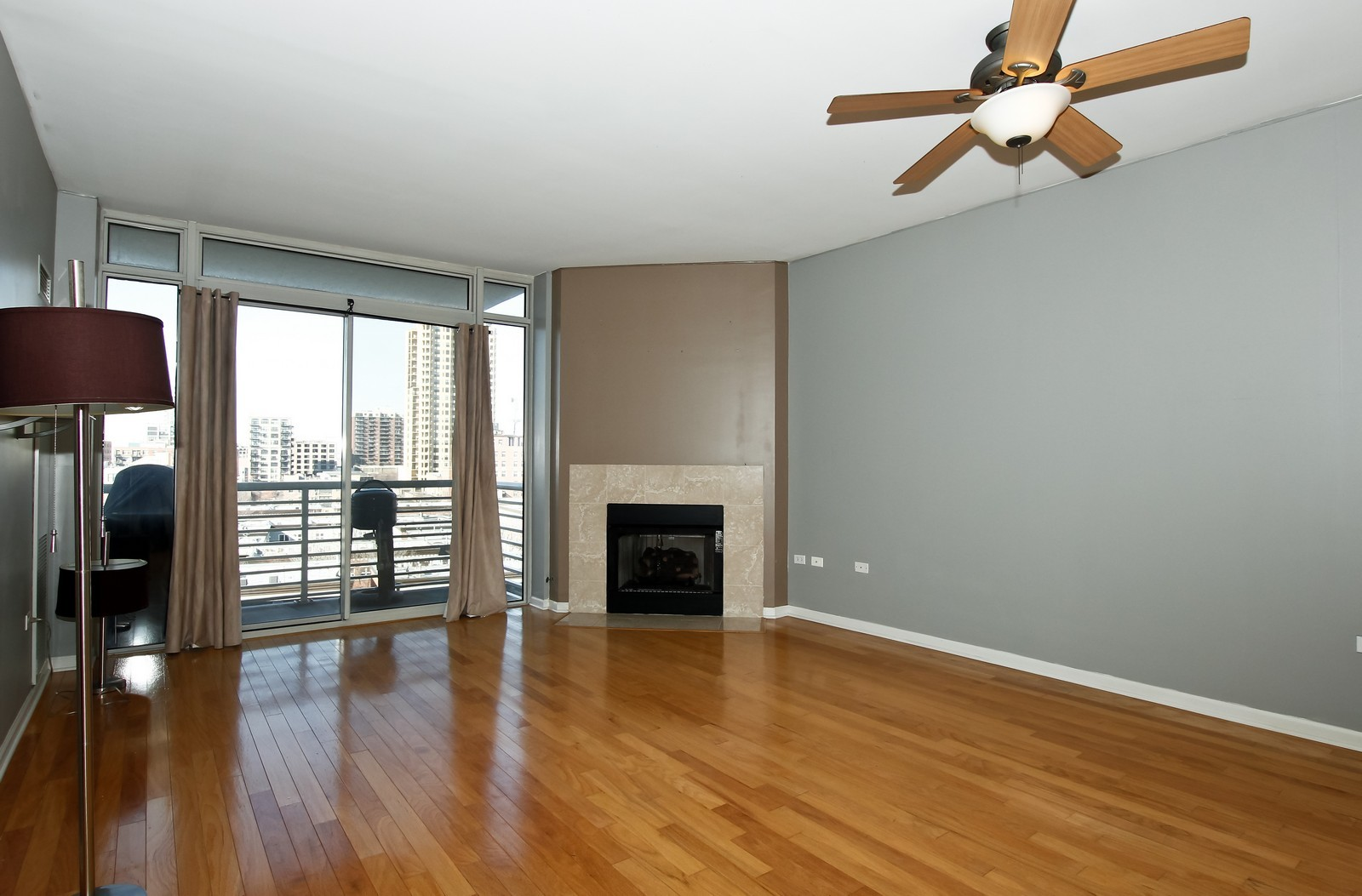Real Estate Photography - 1515 S. Prairie Ave., 717, Chicago, IL, 60605 - Living Room