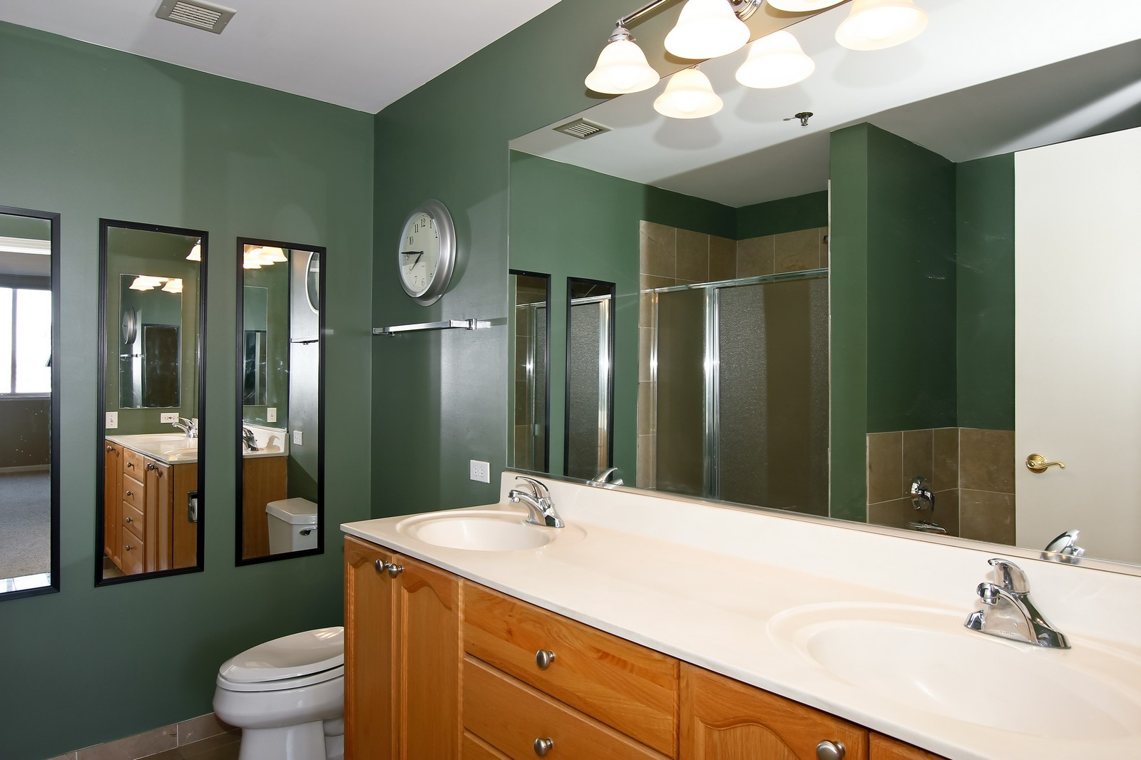Real Estate Photography - 1515 S. Prairie Ave., 717, Chicago, IL, 60605 - Master Bathroom