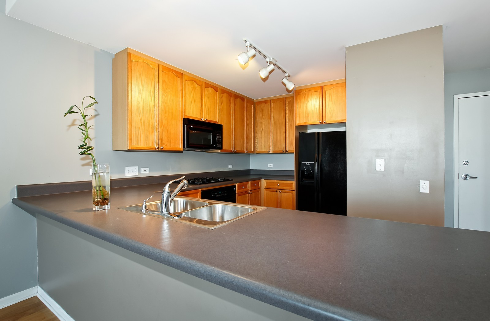 Real Estate Photography - 1515 S. Prairie Ave., 717, Chicago, IL, 60605 - Kitchen