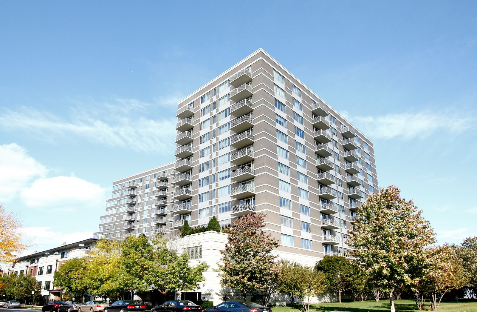 Real Estate Photography - 1515 S. Prairie Ave., 717, Chicago, IL, 60605 - Front View