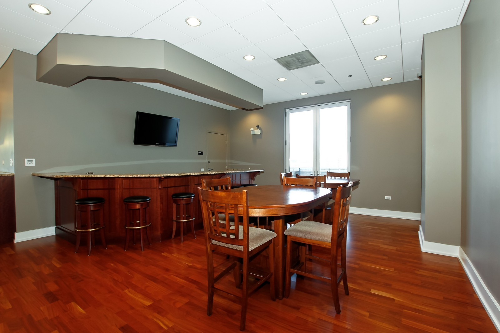 Real Estate Photography - 1515 S. Prairie Ave., 717, Chicago, IL, 60605 - Bar
