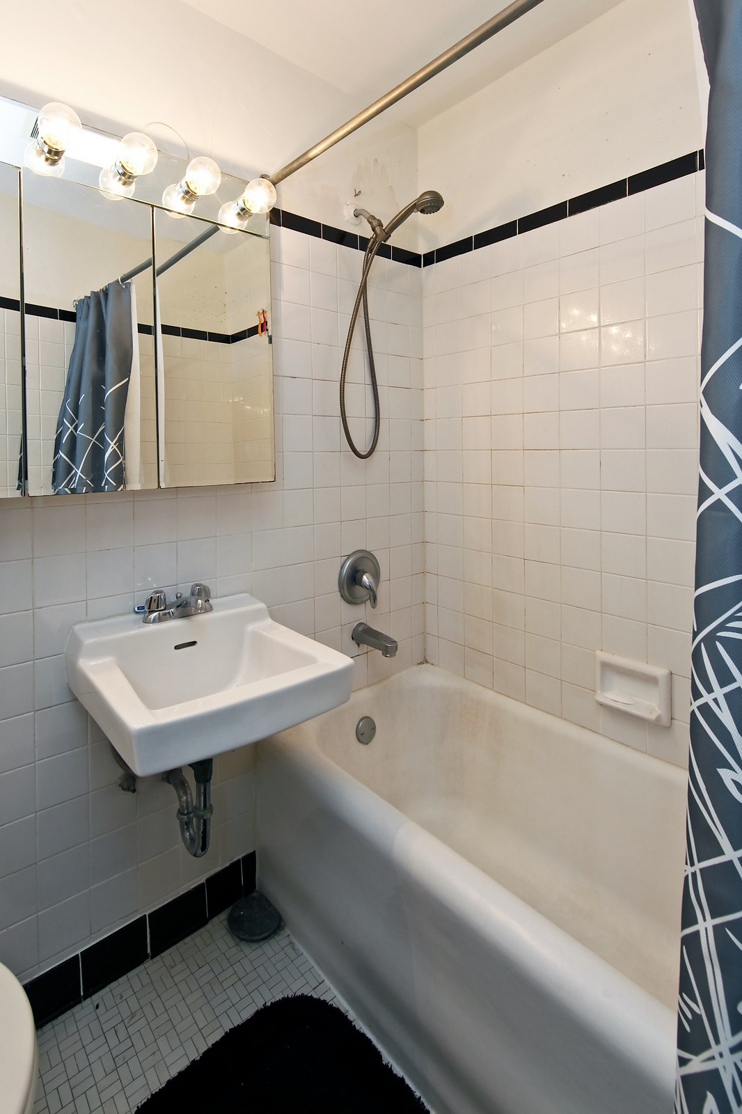 Real Estate Photography - 1400 N Lake Shore Drive, 16E, Chicago, IL, 60610 - Bathroom