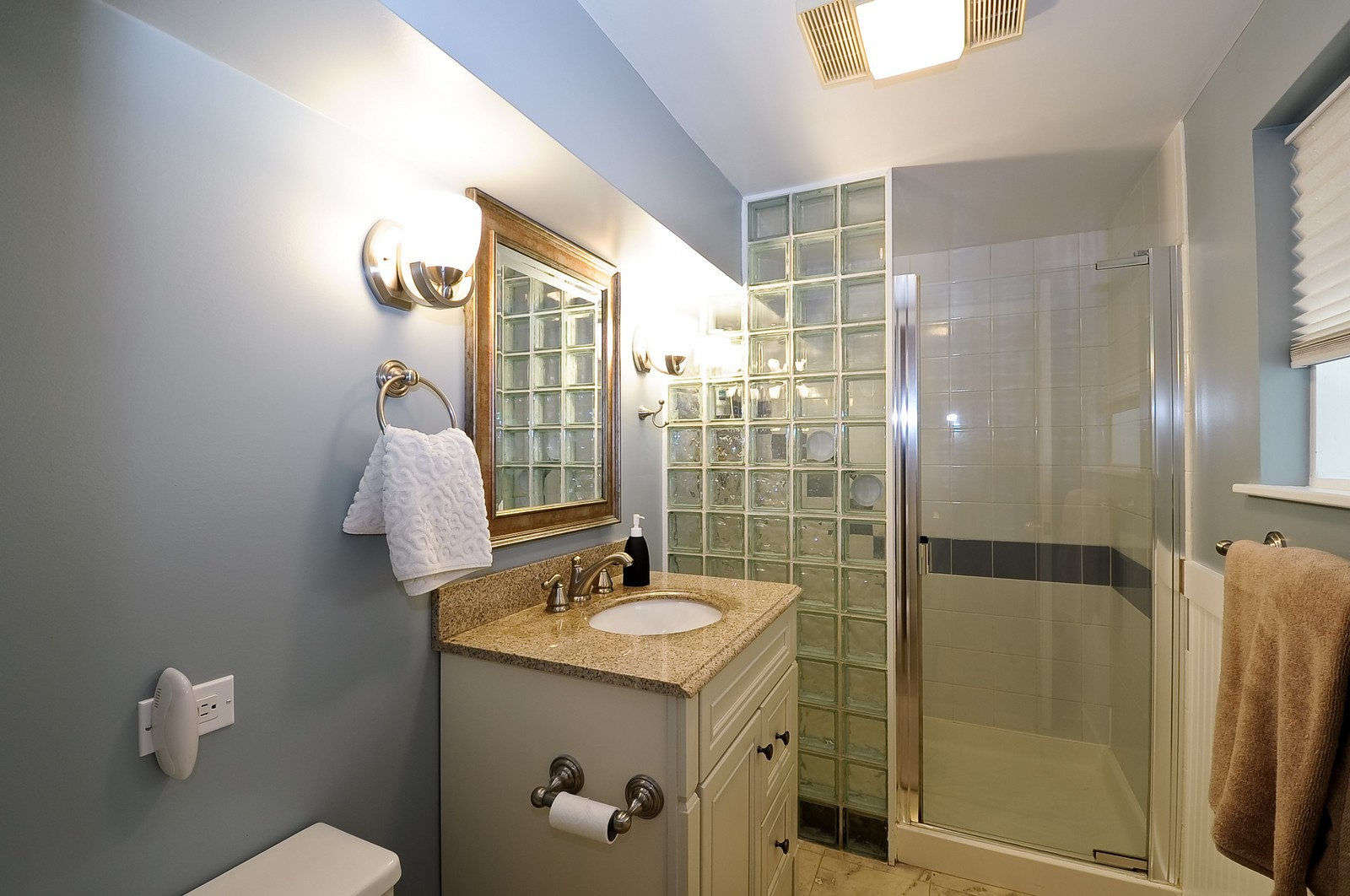 Real Estate Photography - 1144 W. Altgeld, Chicago, IL, 60614 - 3rd Bathroom
